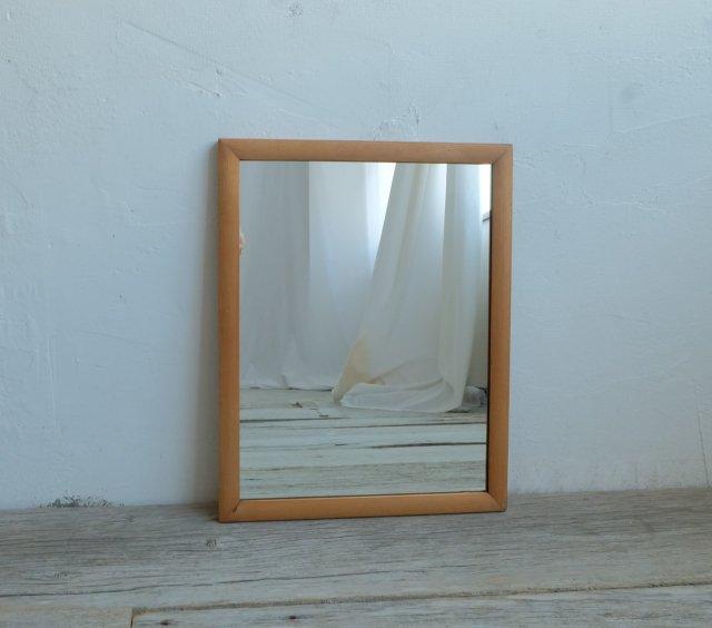 ふっくらとした小さな鏡