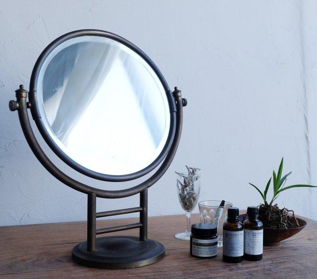 卓上の丸鏡