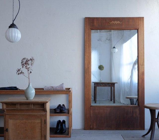 帯飾りの大きな鏡