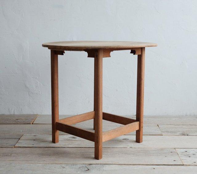 和飾りのラウンドテーブル