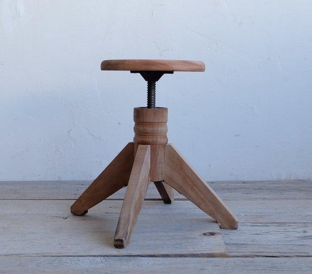 ストレートな丸椅子