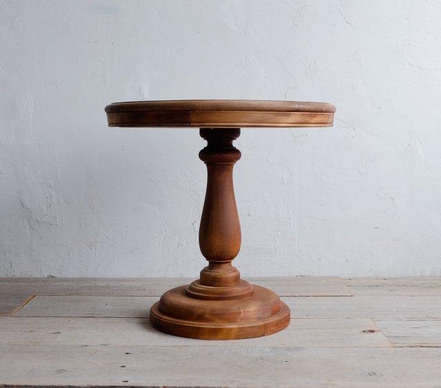一本脚のラウンドテーブル