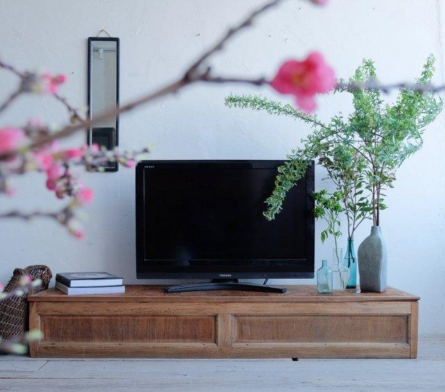横長のテレビボード