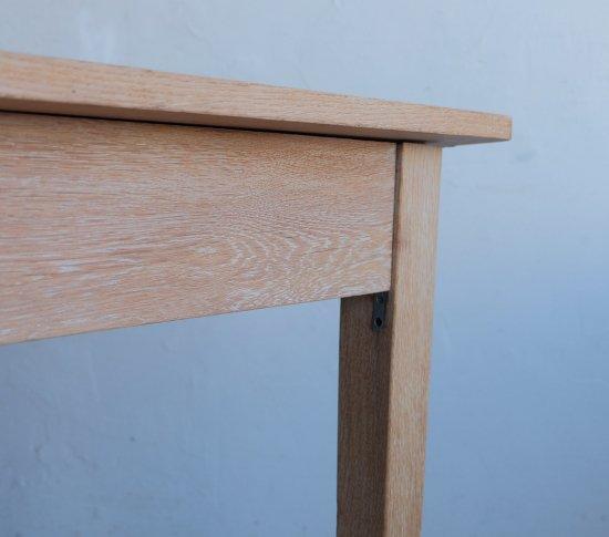 楢のダイニングテーブルの画像