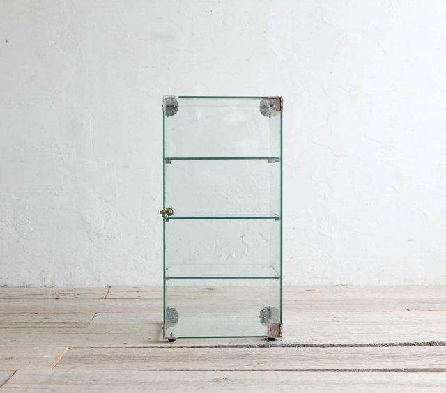 縦長のガラスケース
