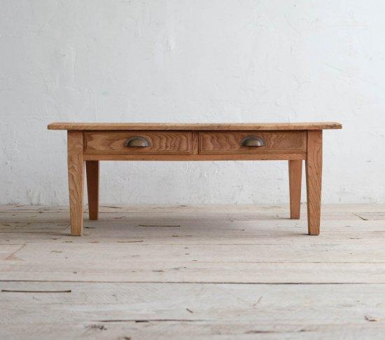 テーパー脚のコーヒーテーブルの画像