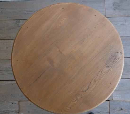 クラッシーなラウンドテーブルの画像