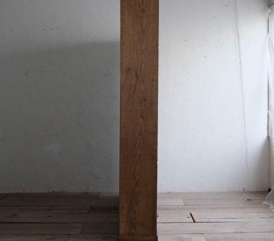 大きな栗の本棚の画像