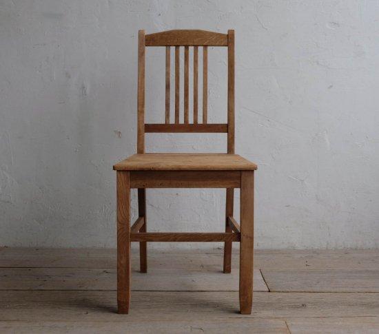端正な対の椅子の画像