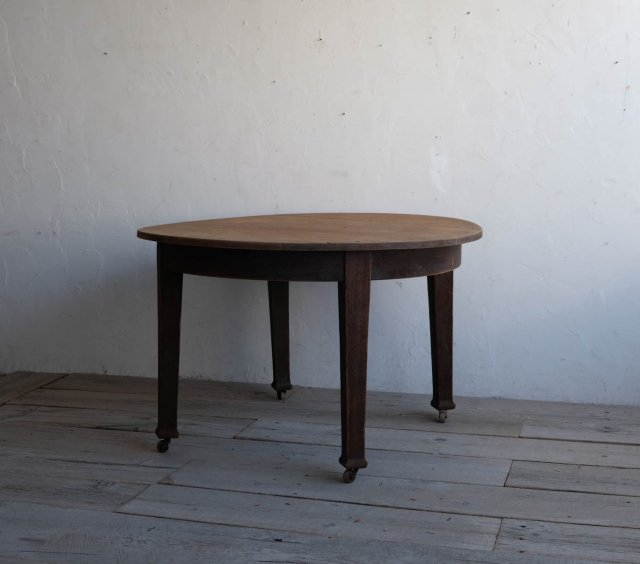 大きなラウンドテーブル