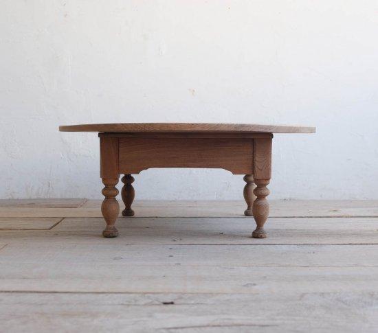 キュートなろくろ脚のコーヒーテーブル の画像