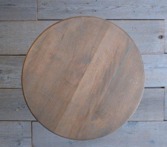 神殿のような丸テーブル(樺)の画像