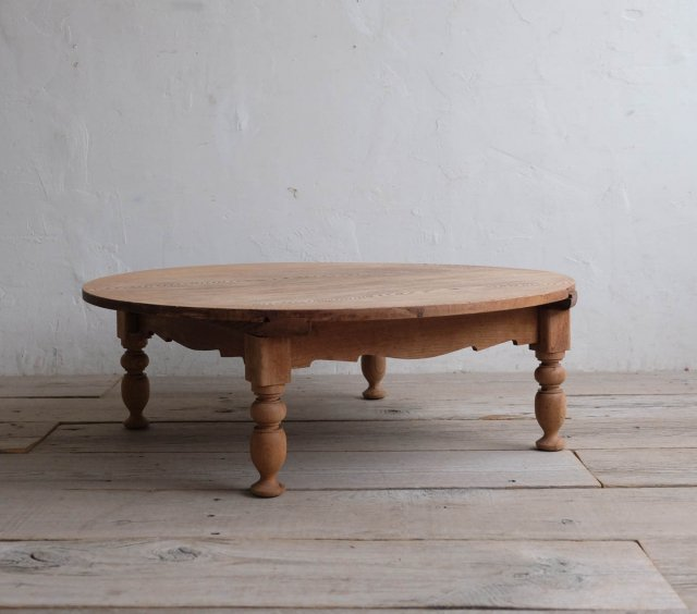 重厚なろくろ脚のローテーブル