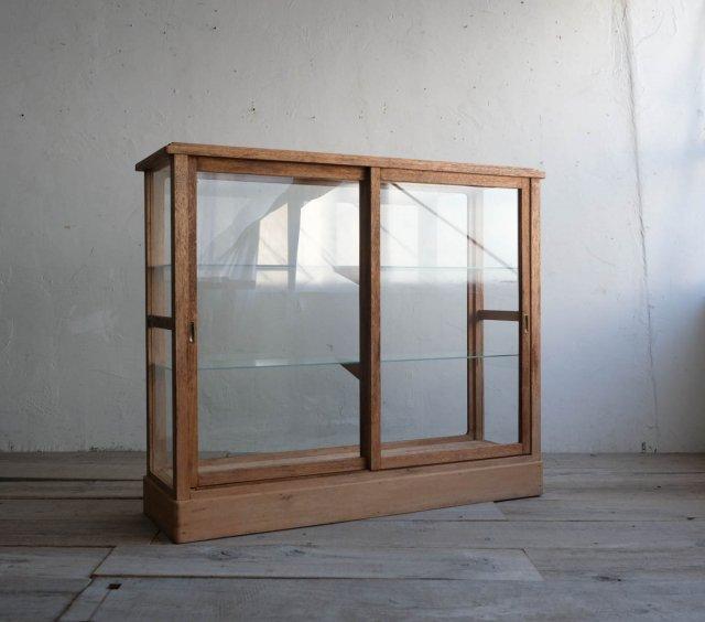 清らかなガラスショーケース