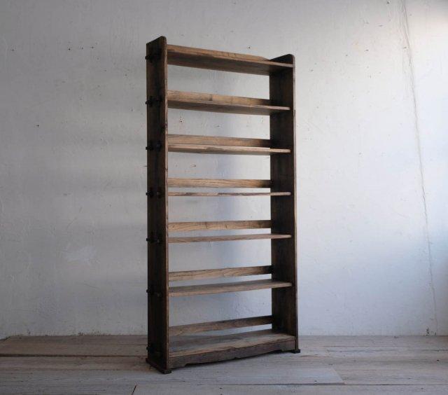 シックな栗の本棚