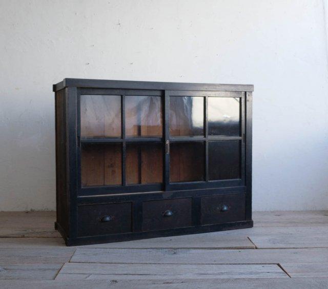 漆黒のビンテージシェルフ