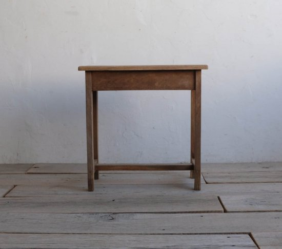 小粋なサイドテーブルの画像