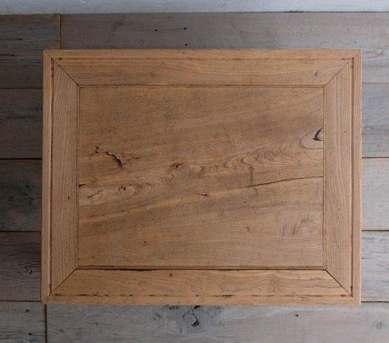 枯淡な栗のローテーブルの画像