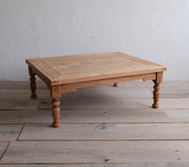 枯淡な栗のローテーブル