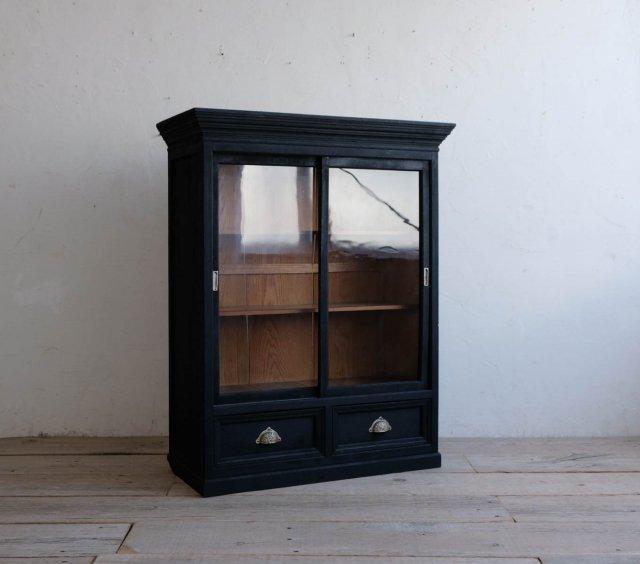 漆黒の飾り棚