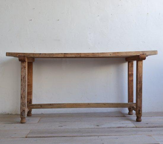 おおらかなダイニングテーブルの画像