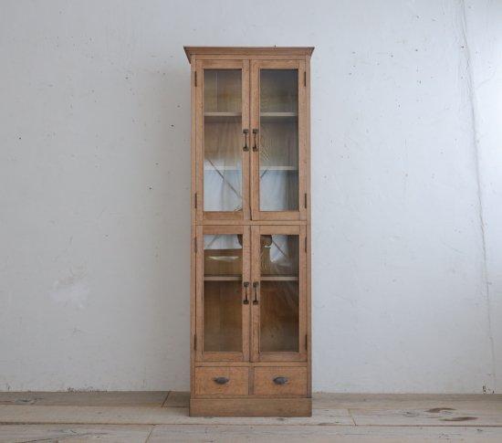 スレンダーな飾り棚の画像