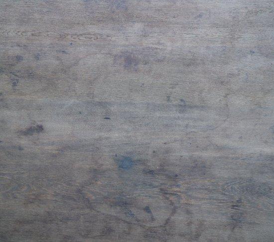 重厚なダイニングテーブル(スクエア)の画像