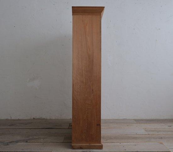 清廉な檜の飾り棚の画像