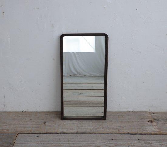 小窓のようなミラーの画像