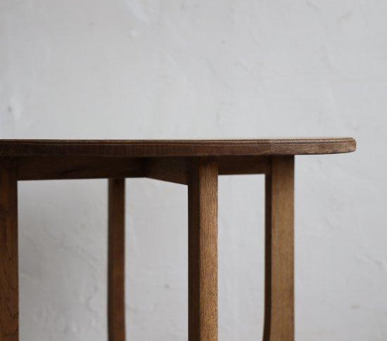 気品あるカフェテーブルの画像