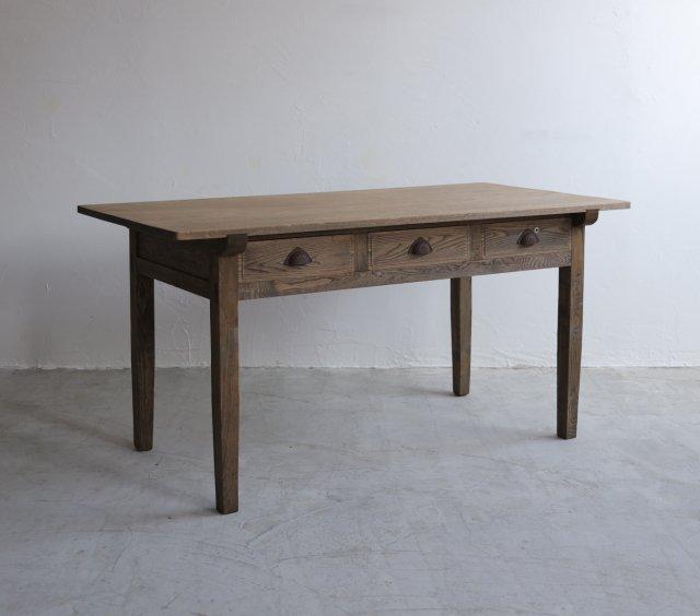 ジェントルなダイニングテーブル