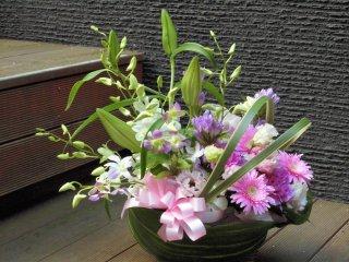 デザイナーお任せ供花フラワーアレンジメント(生花)サイズW40×D30×H40