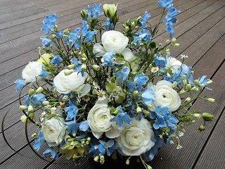 デザイナーお任せ供花フラワーアレンジメント(生花)サイズW40×D25×H50