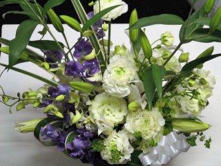 デザイナーお任せ供花フラワーアレンジメント(生花)サイズW35×D25×H40
