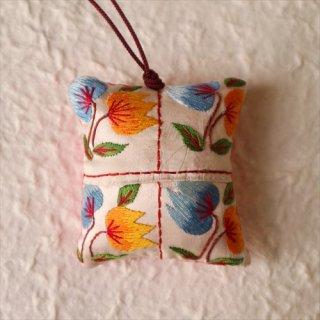 刺繍針山 2