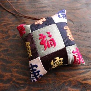 福刺繍針山 26