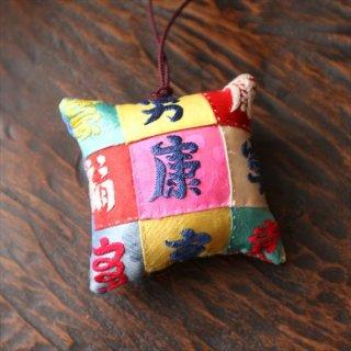 福刺繍針山 28