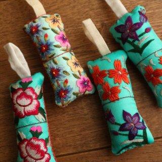 刺繍針山 / エメラルドグリーン