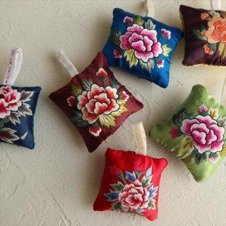 刺繍針山 / 牡丹