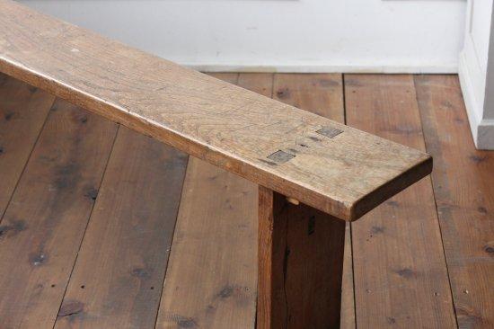 古いオーク材のベンチ