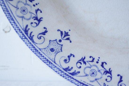 青い絵付のリムプレートA
