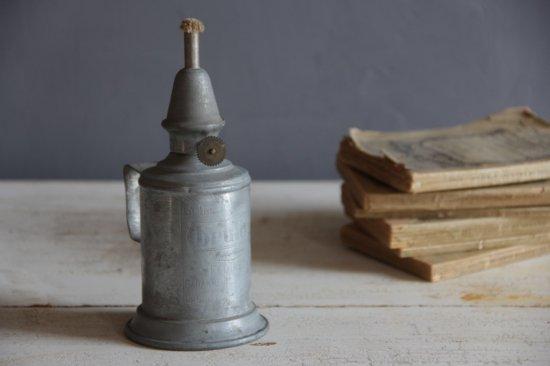 ブリキのオイルランプ