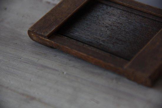 木と鉄櫛の古道具