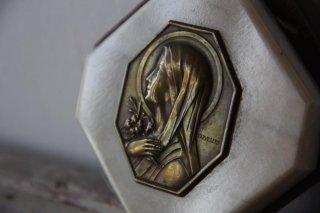 聖母のレリーフ石板