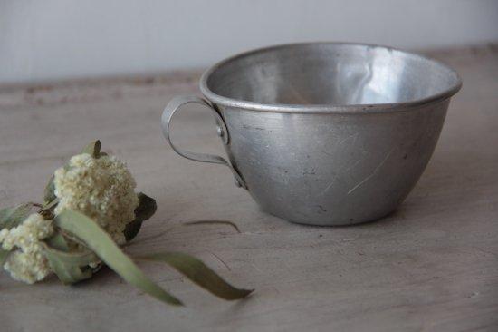 古いアルミのカップ