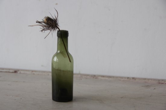 古びた苔色のミニボトルD