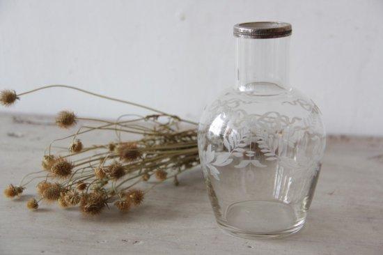 サンドブラスト装飾のガラス壺/花器