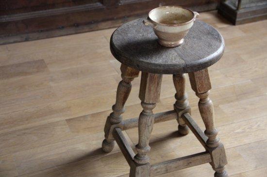 オーク材の装飾足丸スツールB