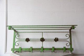 フランスアンティーク 緑の付壁取付棚(フック付き)