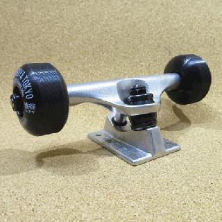 REPTILE コンプリート用パーツセット arktz 53mm BLACK ハードウィール(ビス付き)(デッキと購入で¥6000 arktz レンチ付き)